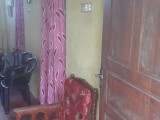 Upstairs house for rent in Rawathawatta.